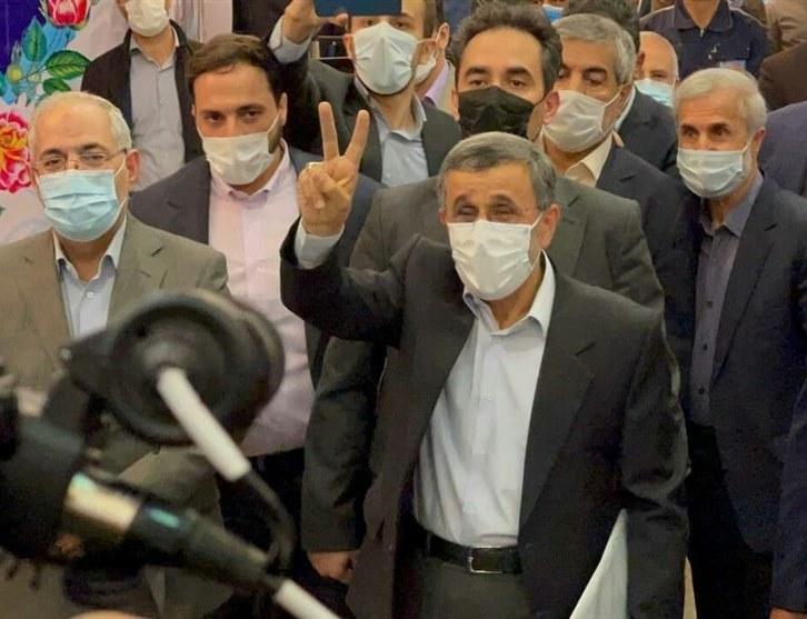 احمدینژاد در انتخابات ریاست جمهوری ۱۴۰۰ ثبت نام کرد / درگیری همراهان احمدی نژاد با مسئولان حراست