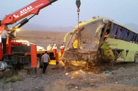 واژگونی اتوبوس تهران – یزد در بادرود / یک کشته و ۳ مصدوم