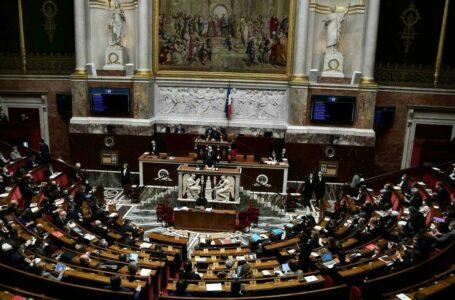 پارلمان فرانسه لایجه پرحاشیه دولت مکرون را تصویب کرد / نظارت بر مساجد و مدارس دینی تقویت و با تعدد زوجات و ازدواج اجباری مقابله خواهد شد
